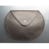 03_pebble_leather_clutch4